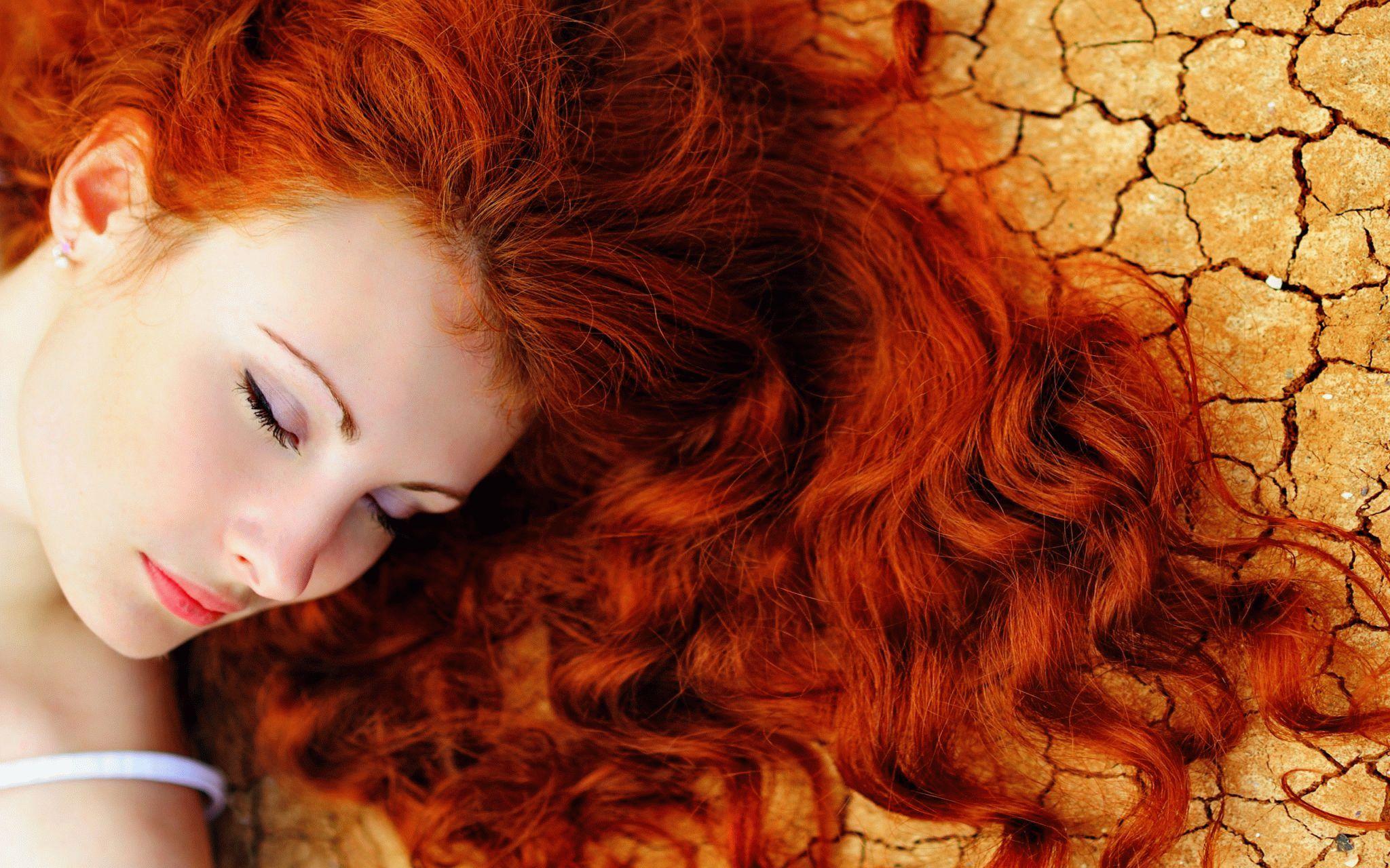 Видеть во сне рыжие волосы у себя