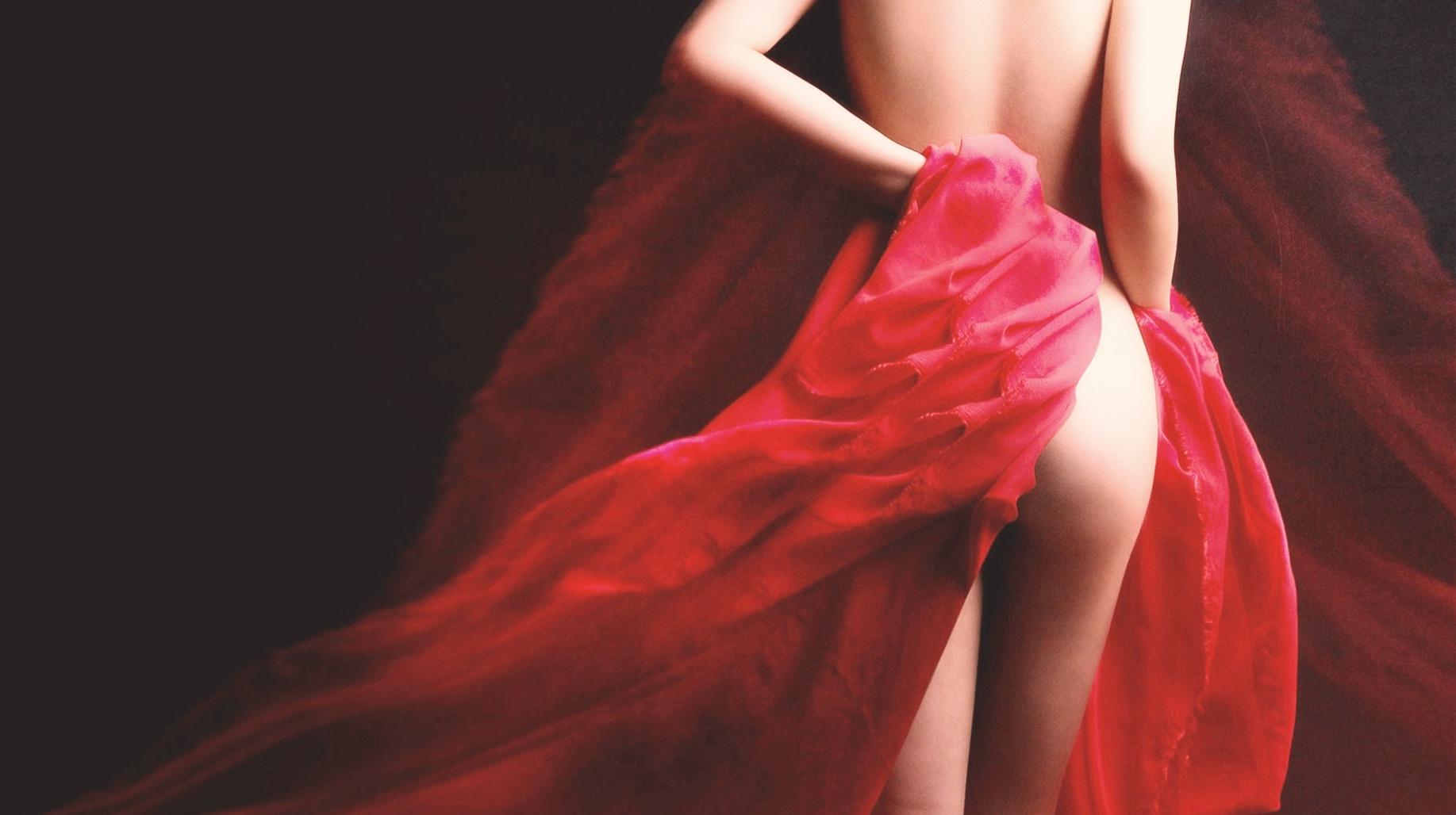 Симорон — красные трусы на люстре на любовь