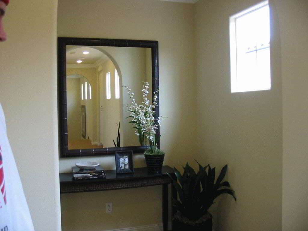Где повесить зеркало в прихожей по фен-шуй?
