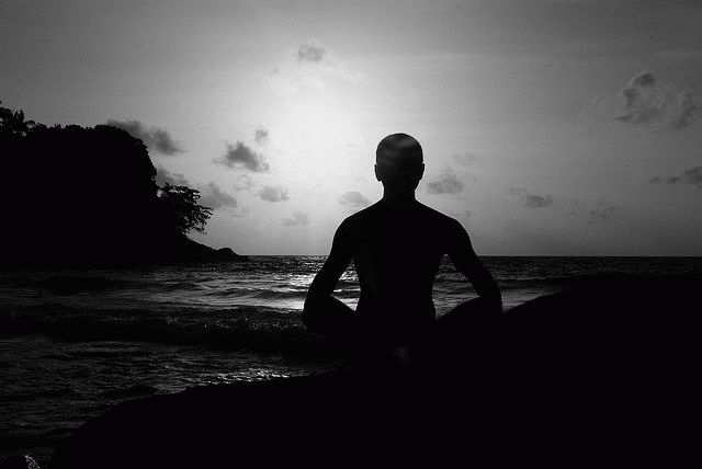 Как правильно медитировать: дома для начинающих — какие ощущения должны возникать?