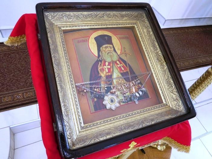 Молитвы, обращенные Святому Луке Крымскому