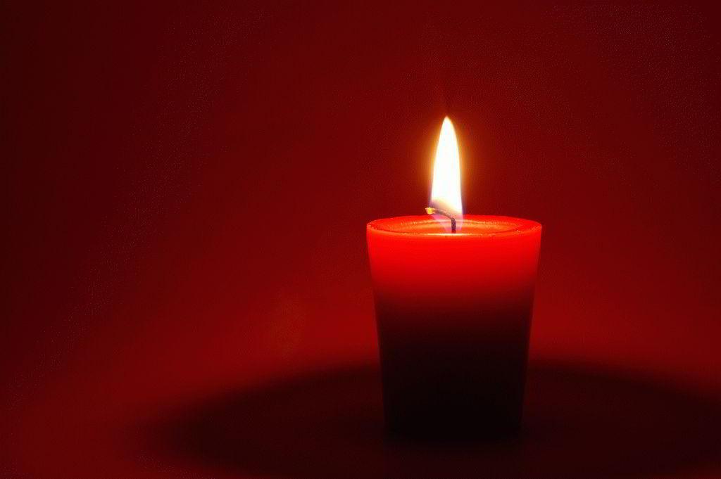 Ритуалы с красной свечой на любовь и богатство