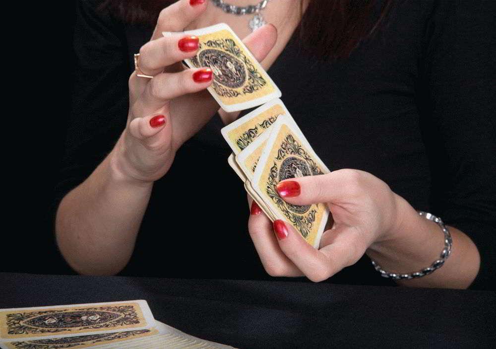 Значение карты № 9 «Букет» (Пиковая дама) – Ленорман