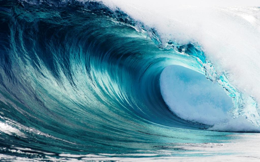 К чему снятся большие волны (цунами) на море — толкование и значение