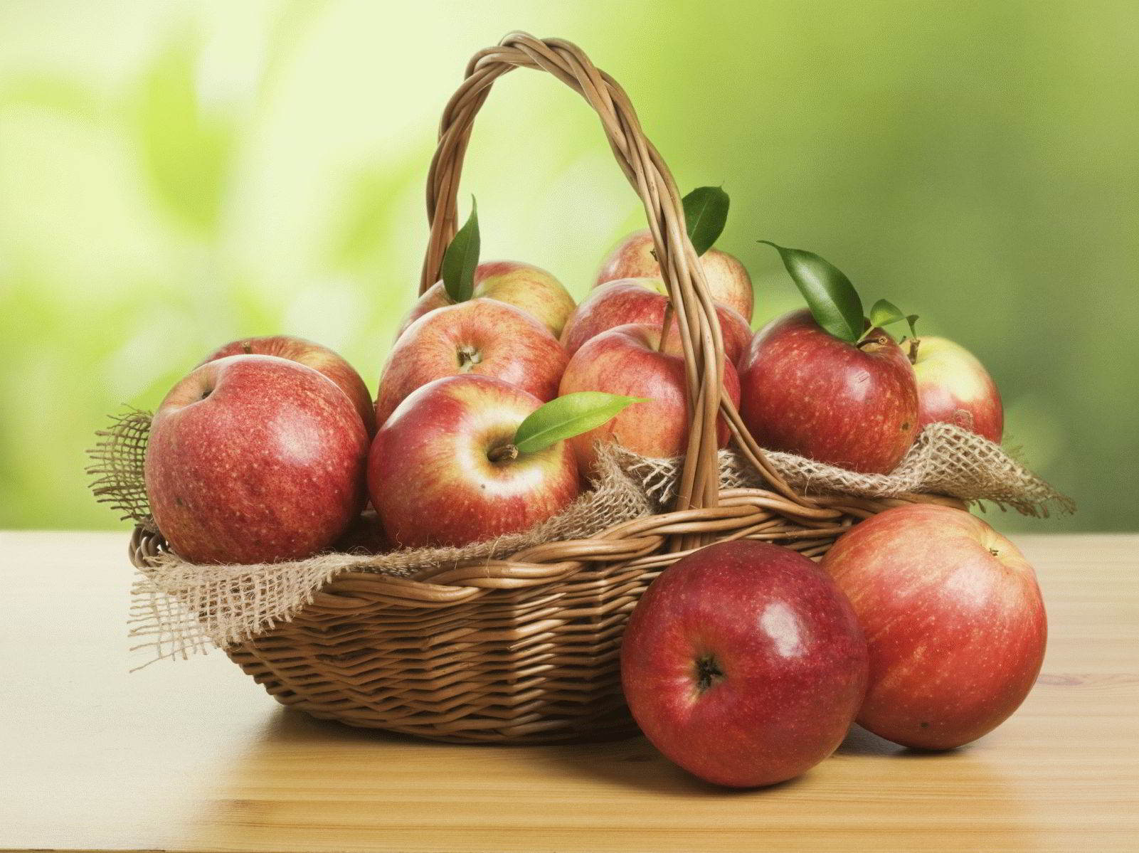 К чему снится яблоня с яблоками красными или зелеными