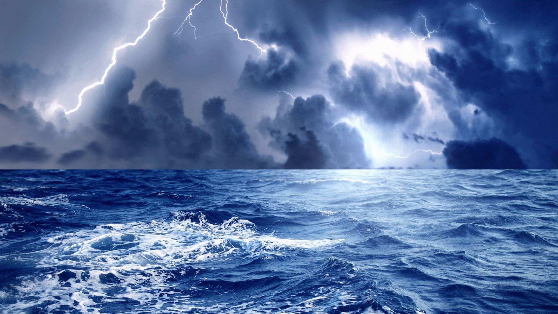 К чему снится сильный шторм и грязная вода?