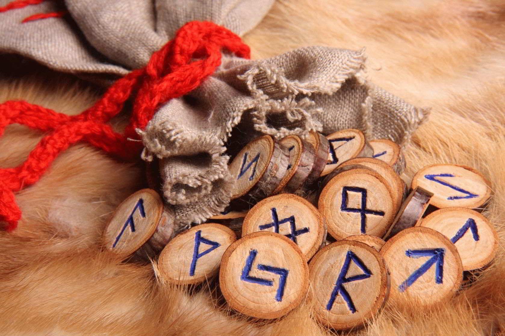 Гадание на рунах «Три вещие Норны» — значение