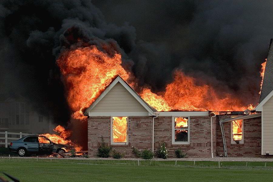 Приснился пожар в собственном или чужом доме – к чему это?