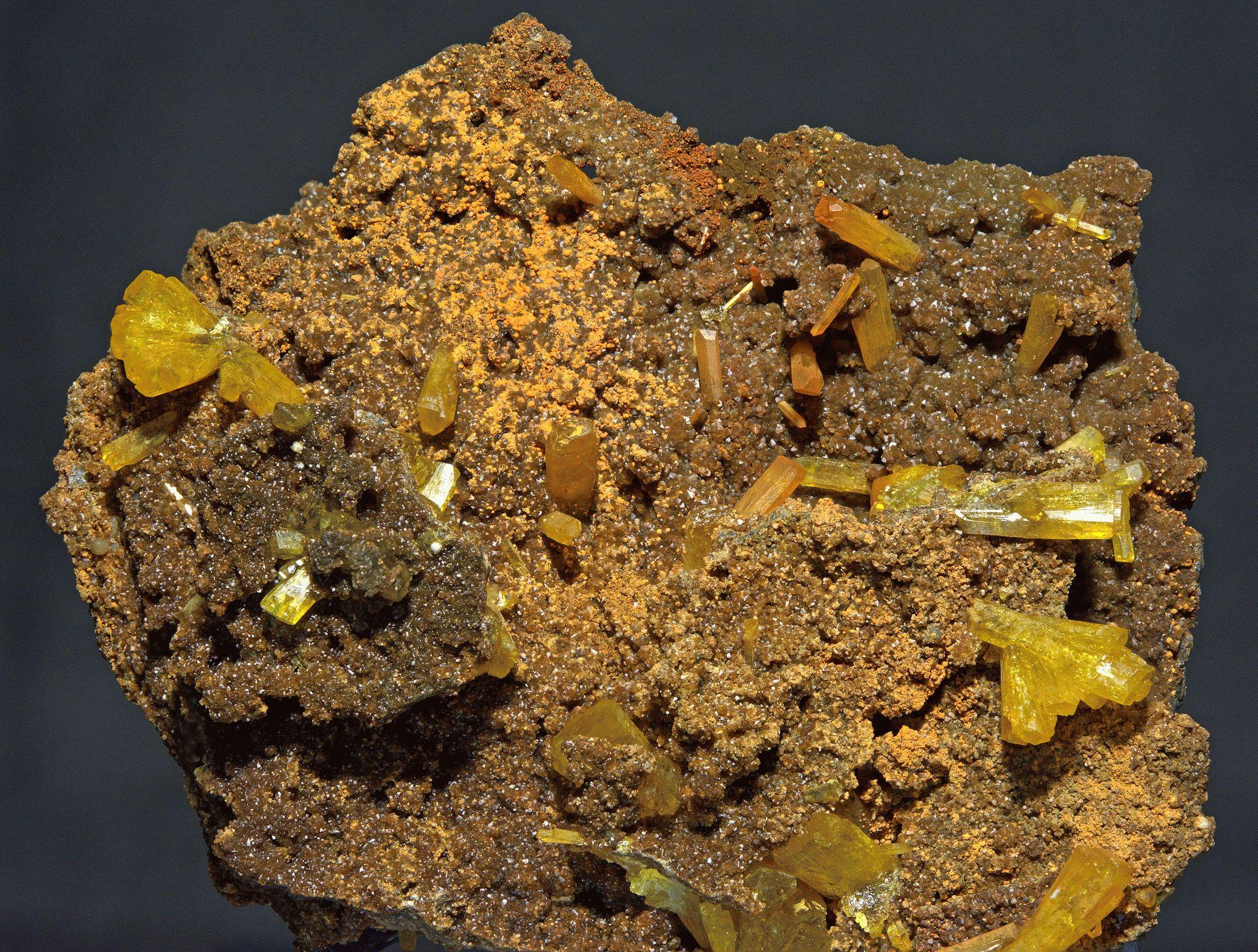 Лимонит (фото) — свойства, значение для человека и к кому подходит
