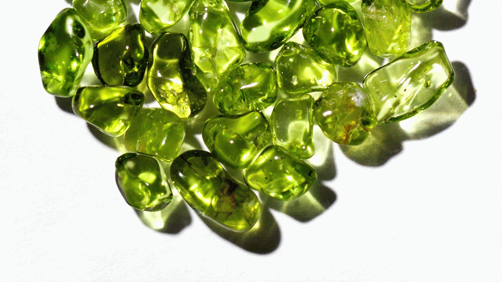 Хризолит – свойства, значение, кому подходит