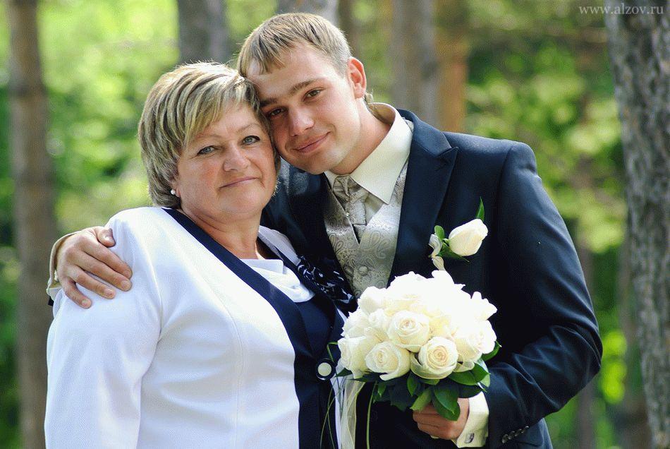 Какой молитвой благословить сына перед свадьбой