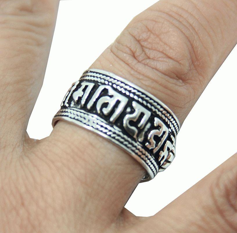 Кольцо с мантрой как правильно носить?