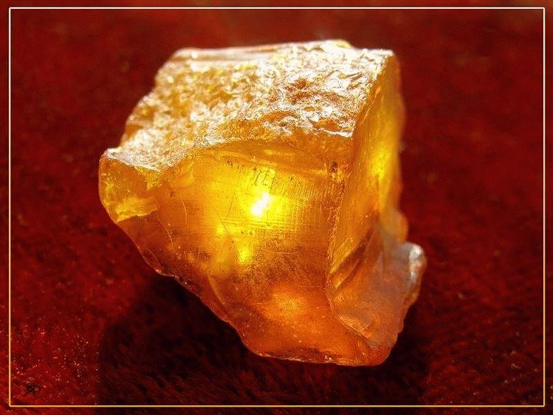 Солнечный камень (фото) — свойства, значение, кому подходит