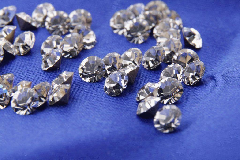 Алмаз (фото) — свойства, значение для человека и к кому подходит
