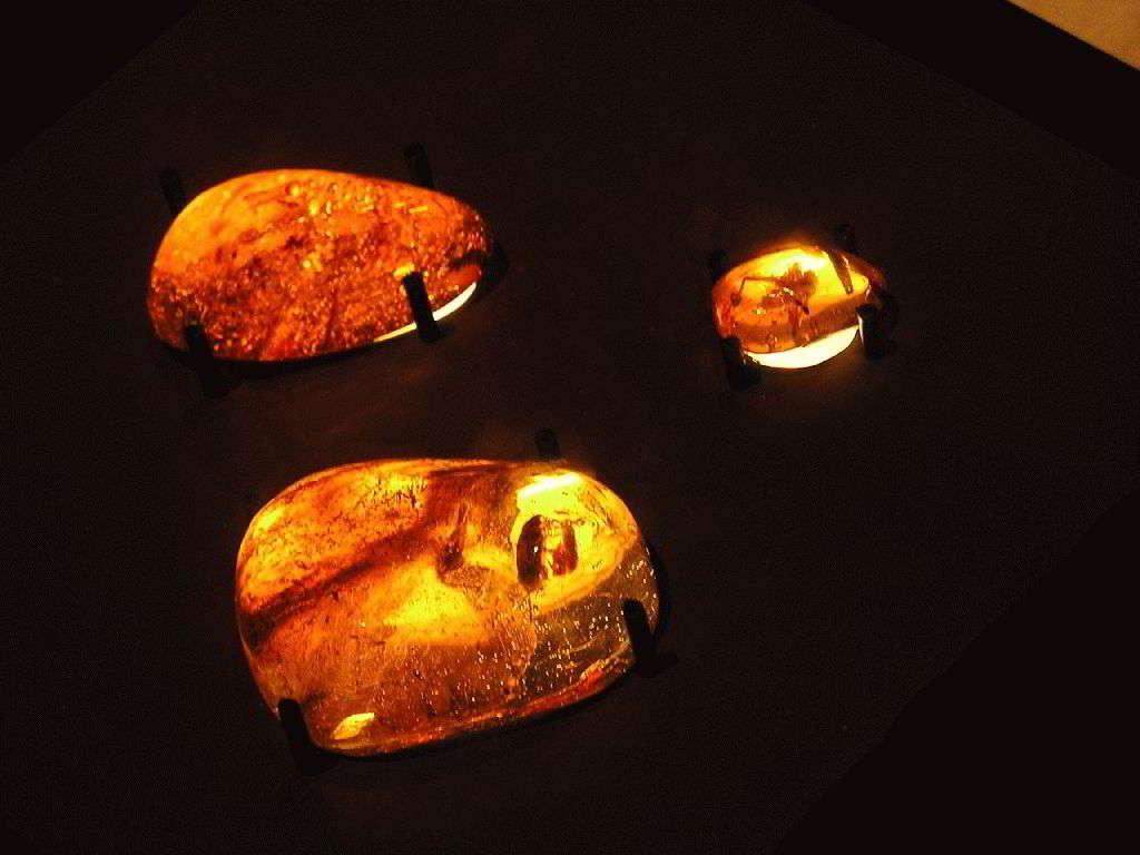 Какие камни подходят родившимся в Год Змеи?