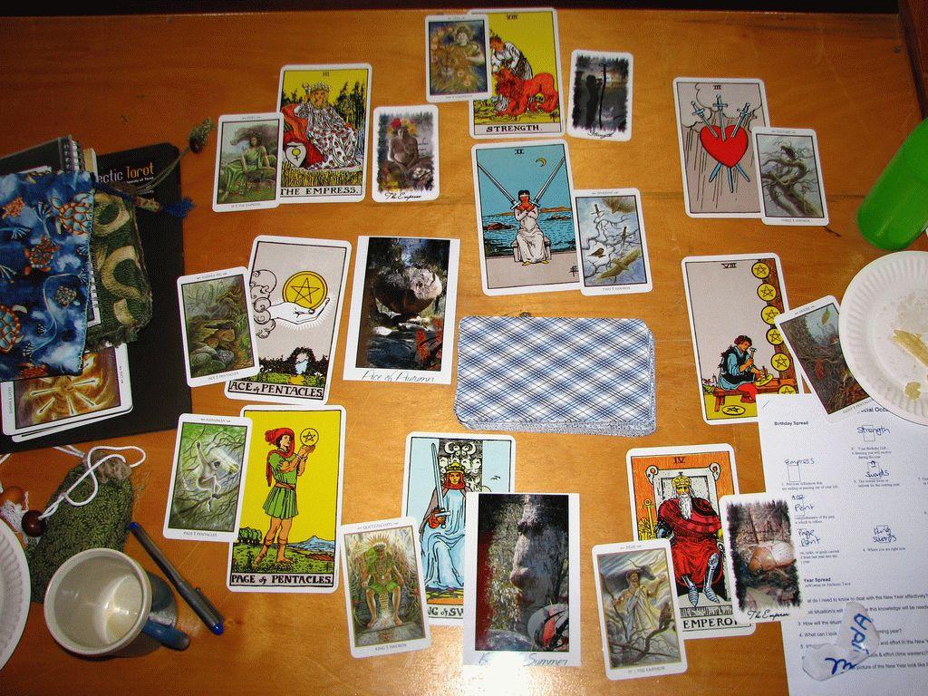 Карта Таро Колесница — значение, толкование и расклады в гадании