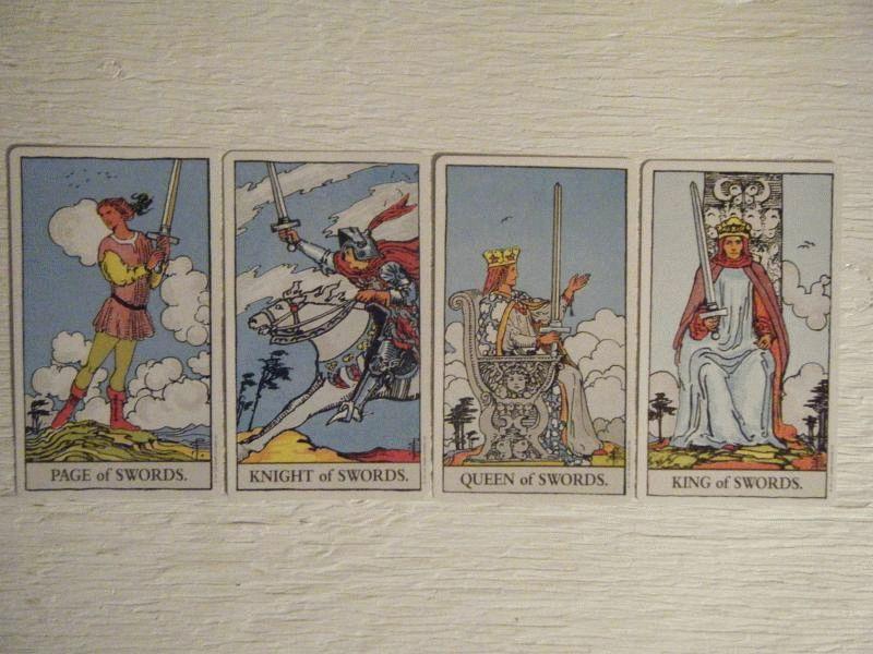 Карта Таро Королева Мечей — значение, толкование и расклады в гадании