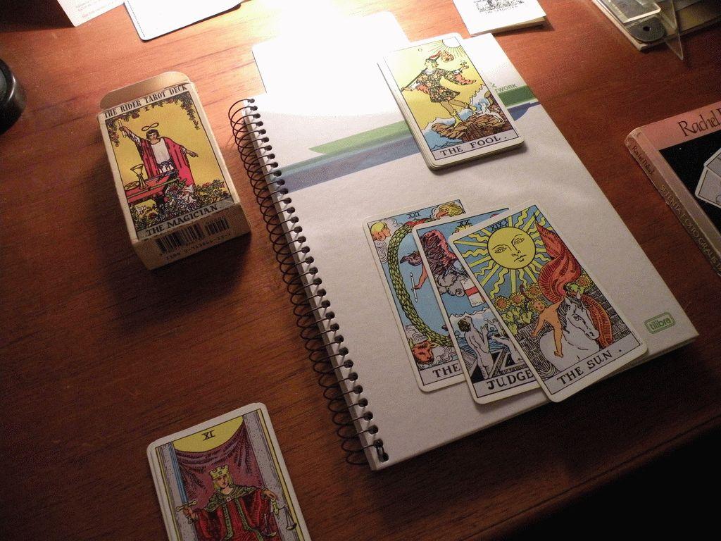 Карта Таро Паж Кубков — значение, толкование и расклады в гадании