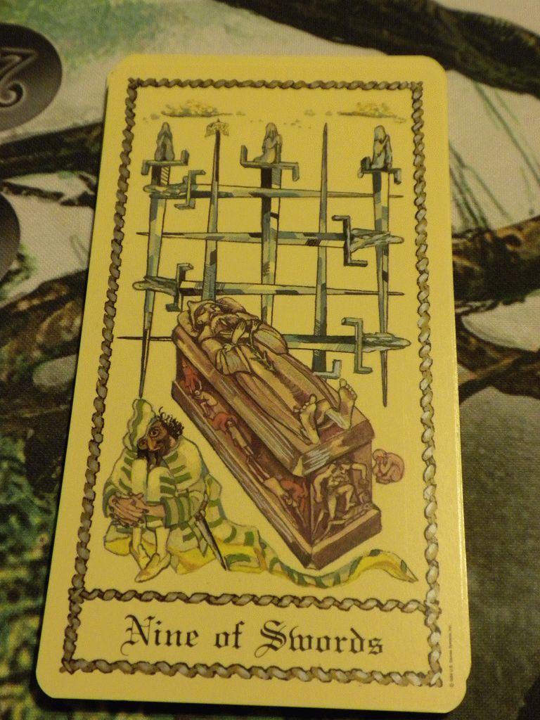 Карта Таро Девятка Мечей — значение, толкование и расклады в гадании