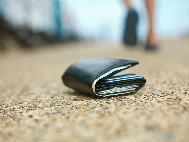 Увидеть во сне потерю кошелька с деньгами — к чему снится
